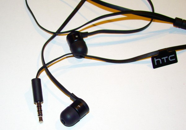 Az S600-hoz gyárilag érkező Beats füles